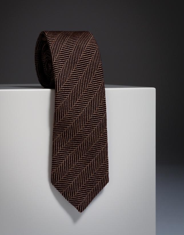 Corbata de lana con dibujo de espiga en color granate y crudo