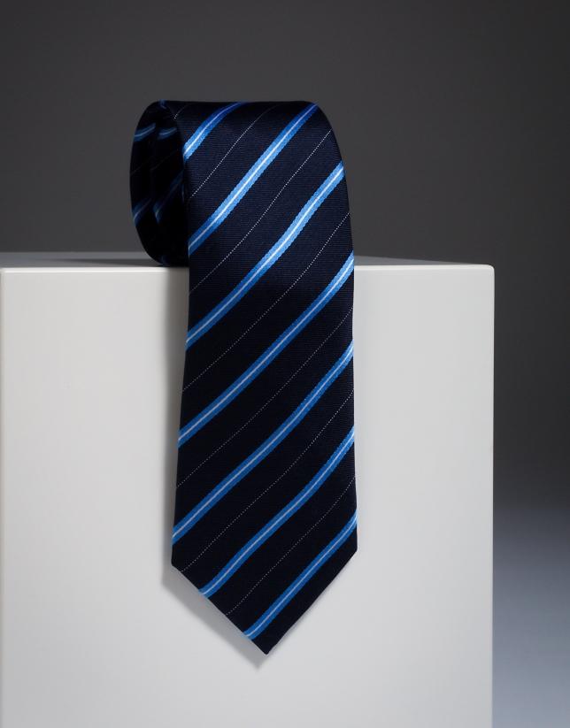 Corbata de seda en marino cn rayas en azul y crudo.