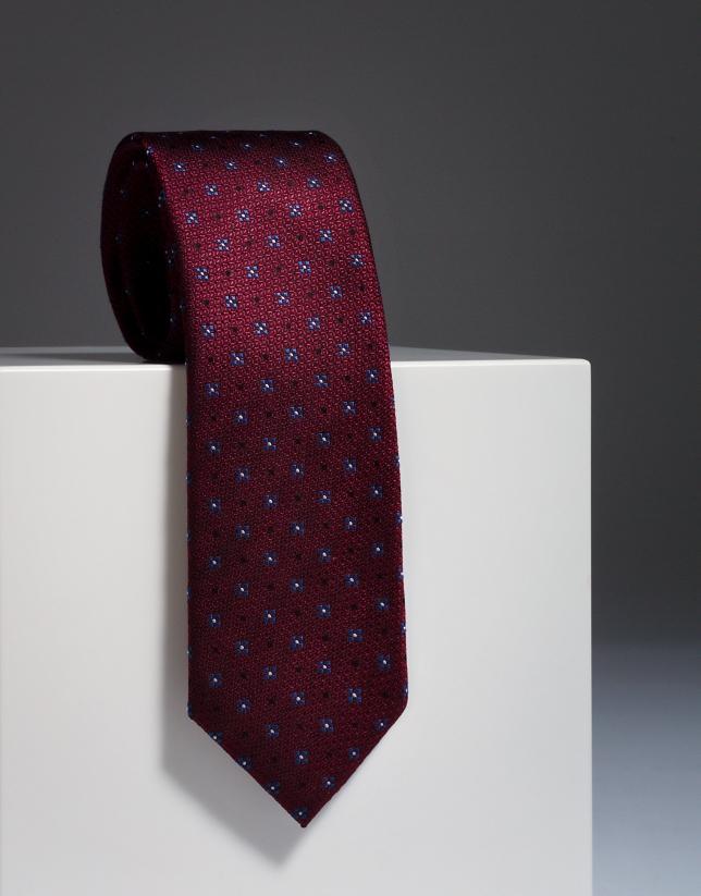 Cravate en soie grenat avec des fleurs fantaisie en bleu roi