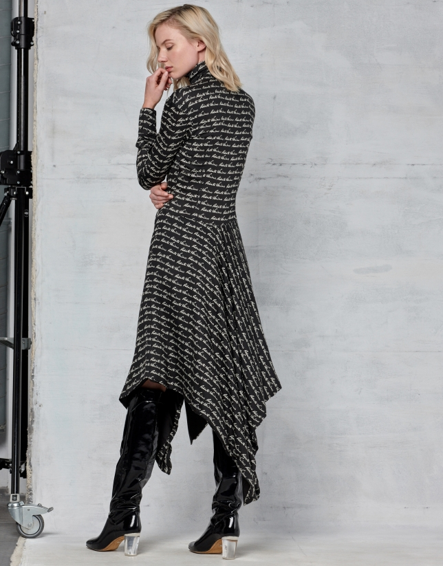 Long-sleeved dress with bow collar