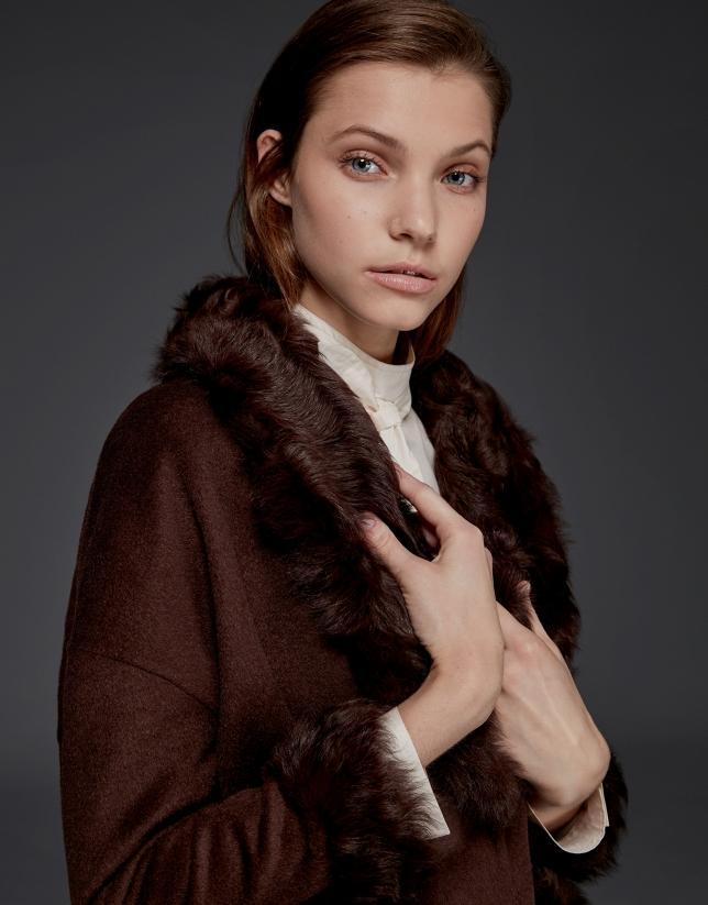 Trois-quarts couleur marron, double face et col en peau d'agneau