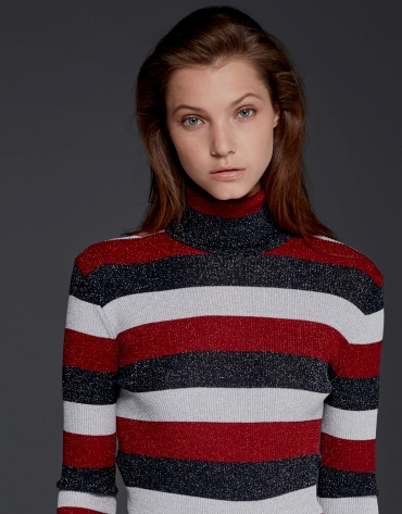 Red/black ribbed sweater