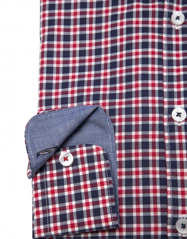 Camisa cuadros en tonos azules y rojos