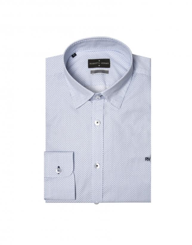 Chemise blanche et imprimé géométrique en bleu