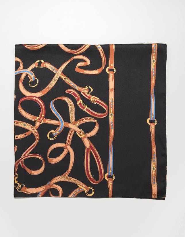 Pañuelo grande estampado cinturones
