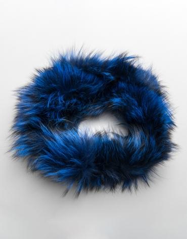 Cuello zorro tubular azul klein