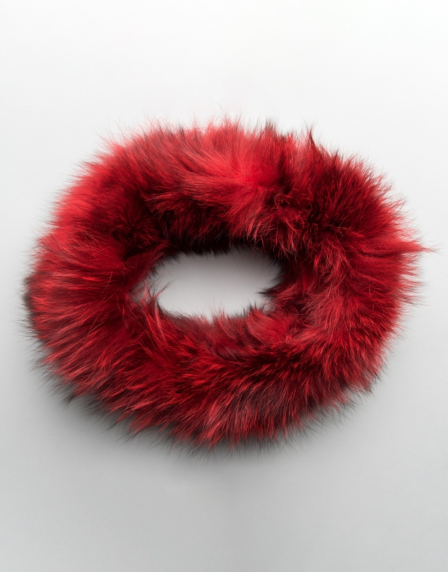 Red tubular fox collar