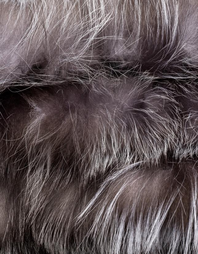 Light grey tubular fox collar