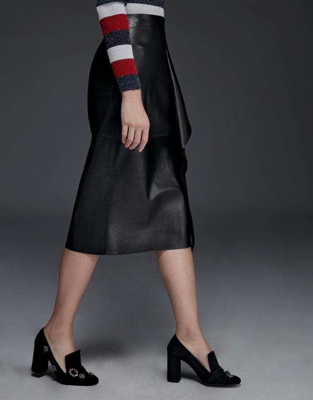 Falda midi volante en napa negra