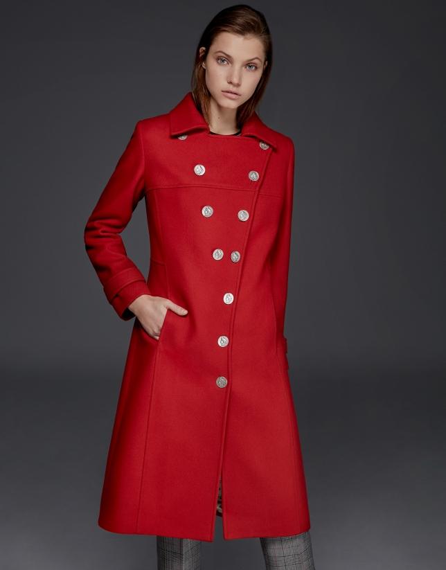 Abrigo largo de lana rojo con botones