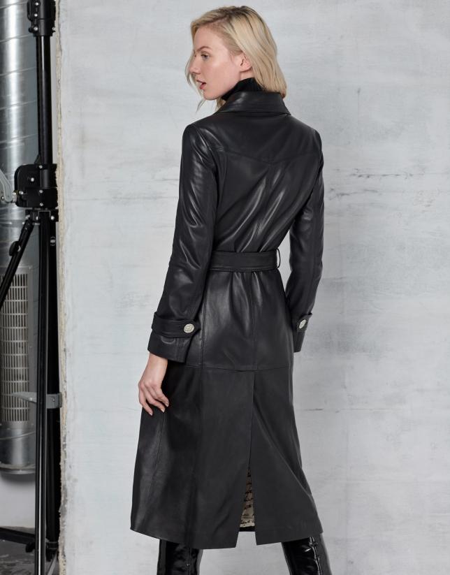 Abrigo largo de napa negro