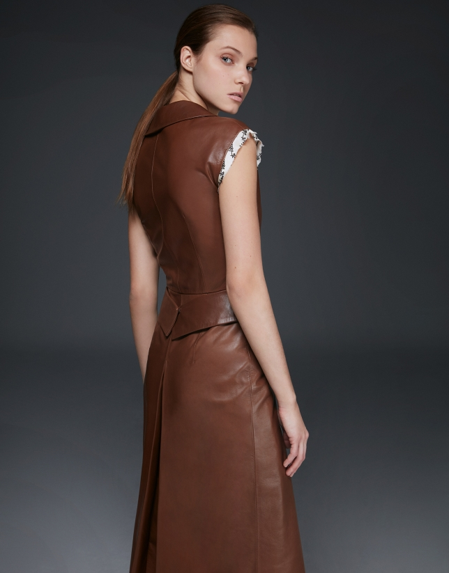 Vestido estilo camisero en napa beige