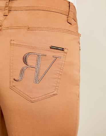 Pantalón sport cinco bolsillos marrón