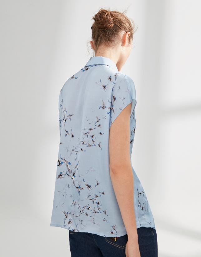 Blue Japanese-style blouse