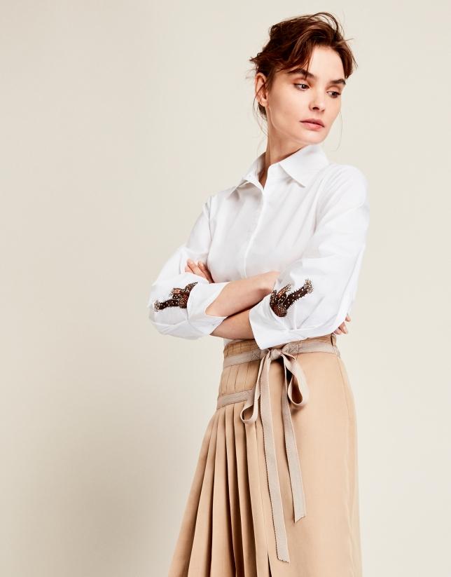 Camisa blanca mangas parche