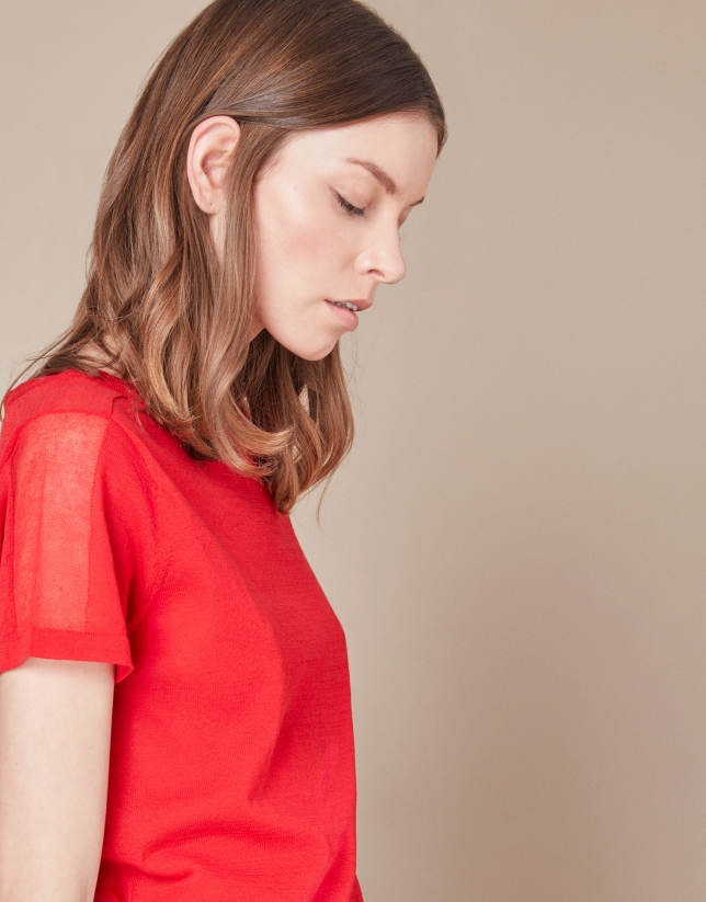 Red structured t-shirt
