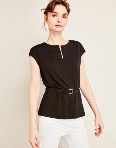 Black t-shirt with belt