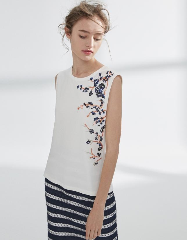 Camiseta blanca bordada flores