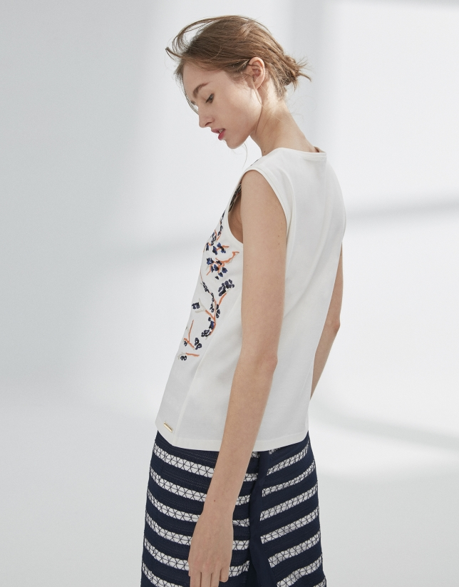 T-shirt blanc brodé de fleurs