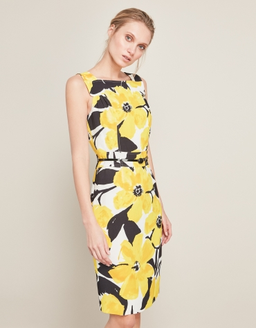 Robe à fleurs jaunes