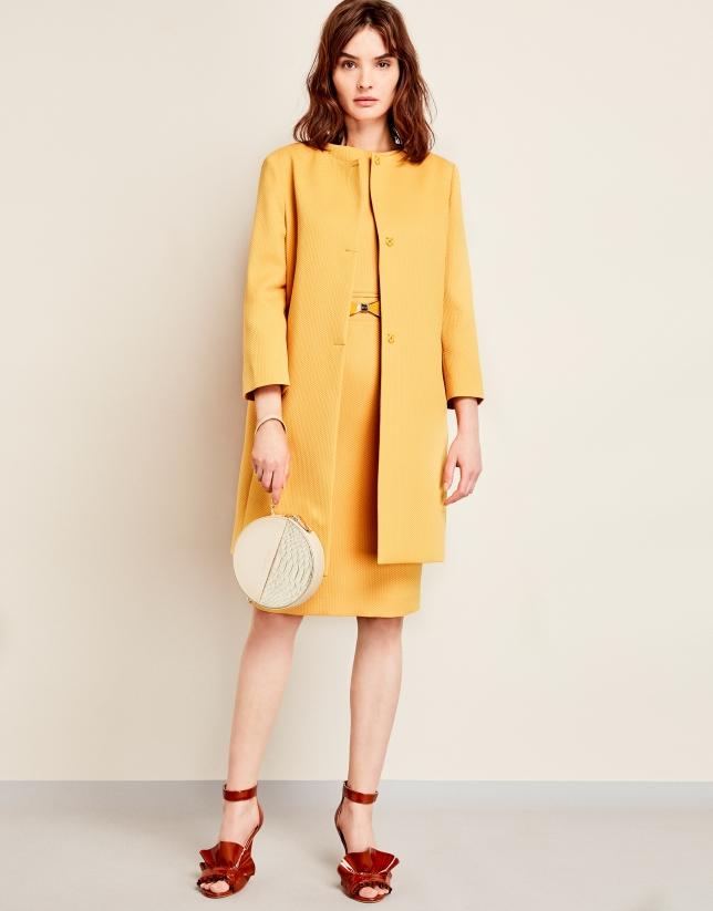 Vestido piqué con cinturón amarillo