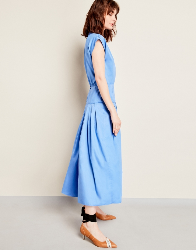 Vestido azul con vuelo