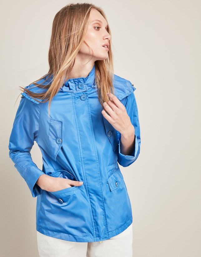 Parka bleue avec des poches