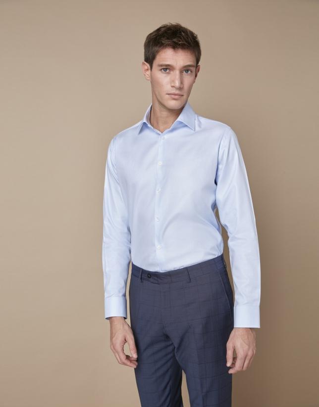 Camisa vestir azul celeste con estructura