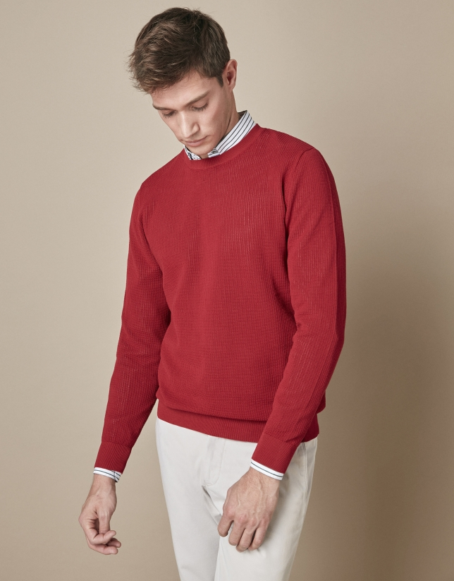 Burgundy structured sweater with round neck