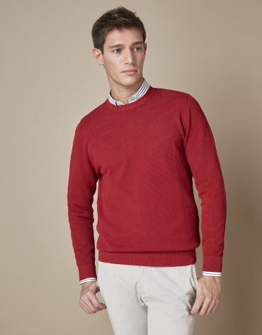 Burgundy structured sweater with round neck