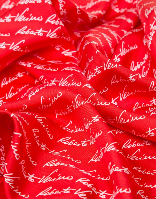 Pañuelo seda rojo logos firma