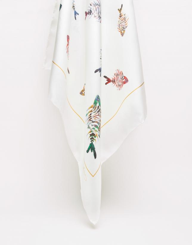 Pañuelo seda crudo estampado peces