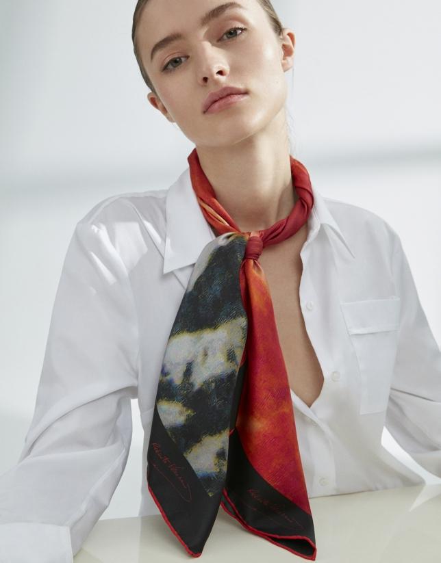 Foulard en soie imprimé floral rouge encadré