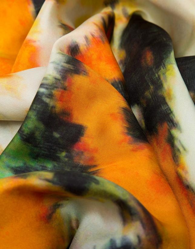 Foulard en soie imprimé floral orange encadré