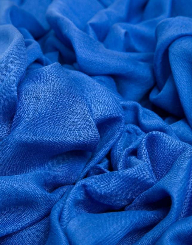 Foulard liso azul con remate de logos