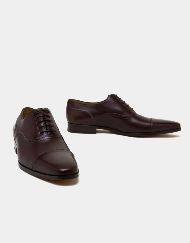 Brown Oxford shoes with Prussian seam