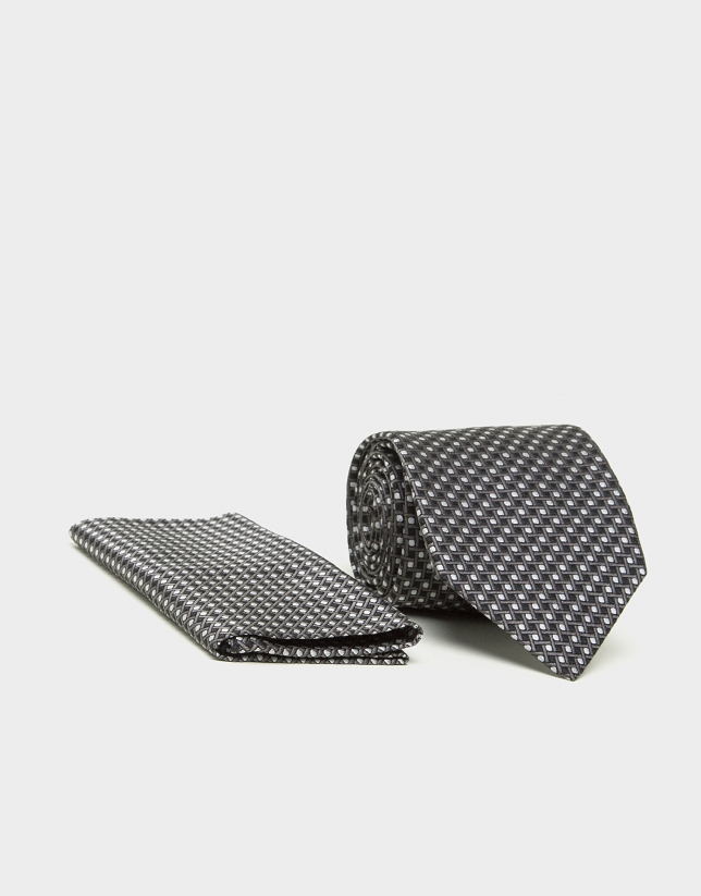 Gray geometric print dress tie and handkerchief