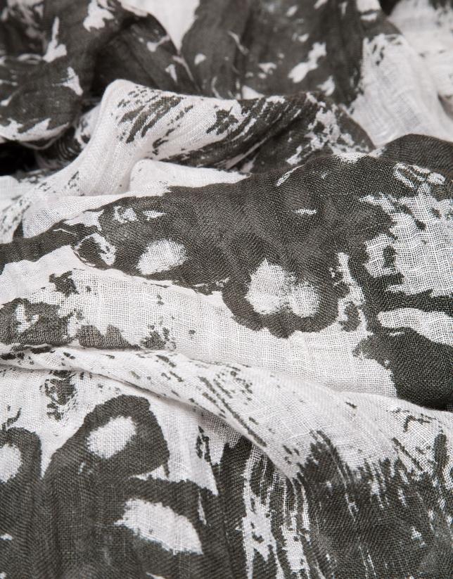 Foulard lino caqui con flores difuminadas