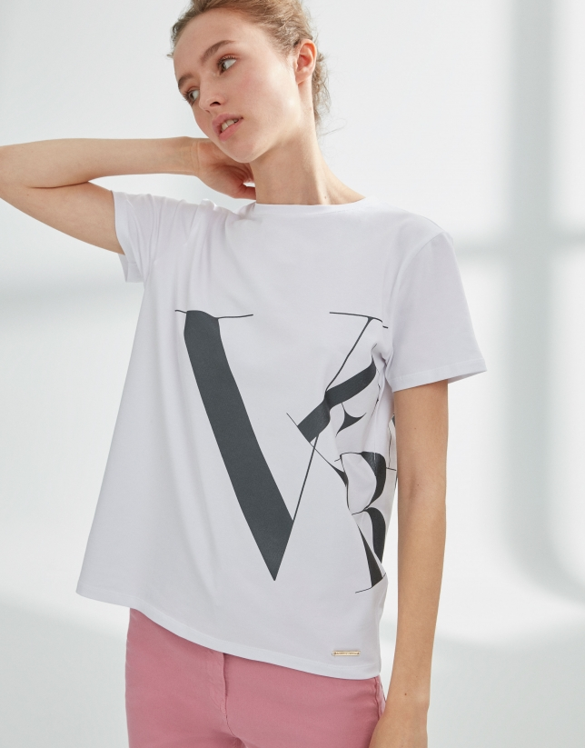 Camiseta blanca logo deconstruído