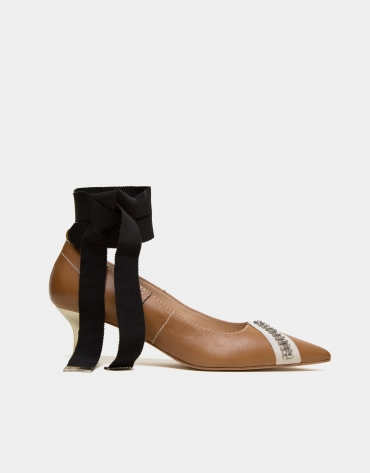 Tobacco leather Kanfaina pumps