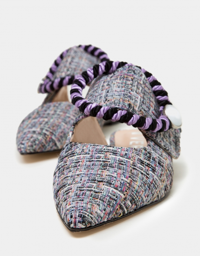 Multicolor threads on Tahice fabric slippers
