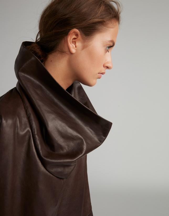 Robe en cuir nappa marron asymétrique