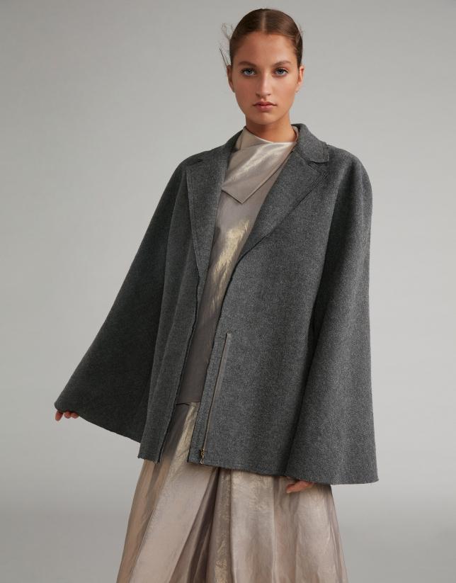 Manteau cape gris clair en laine