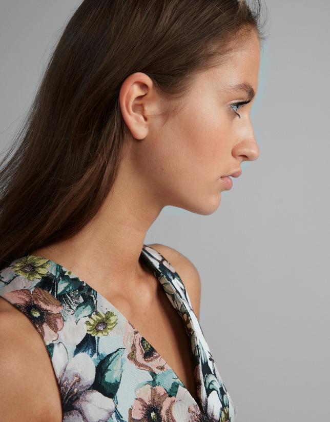 V-neck dress with pink belt