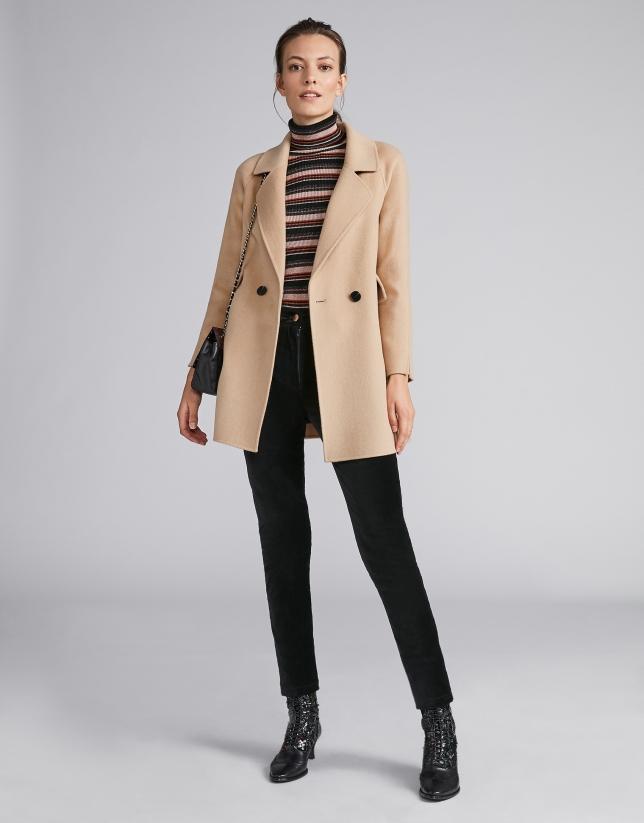 Abrigo corto de paño beige