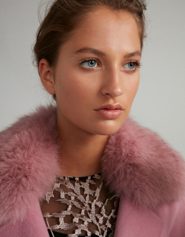 Pink cloth coat with fur collar