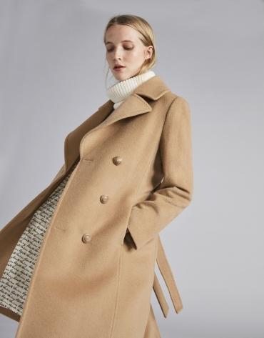 Manteau feutré beige, triple patte de boutonnage