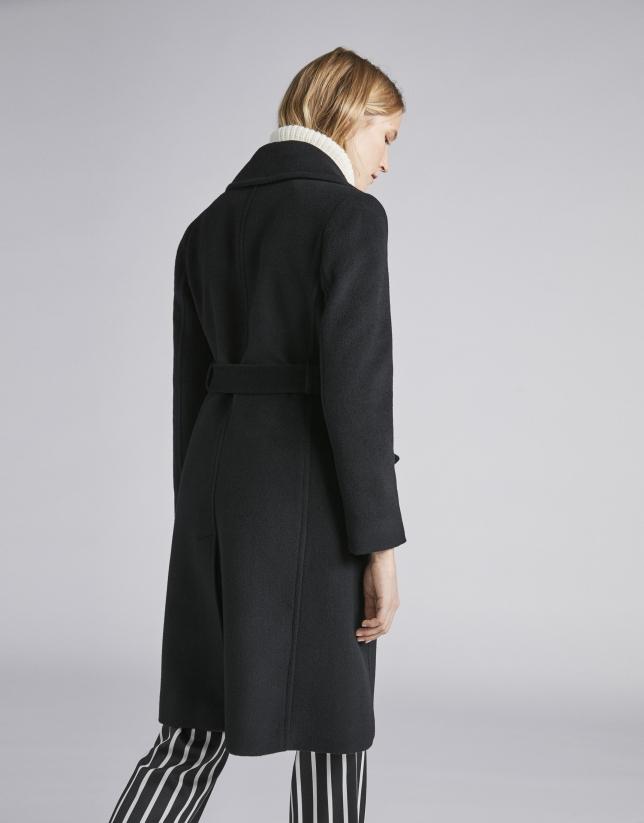 Abrigo de paño negro triple botonadura