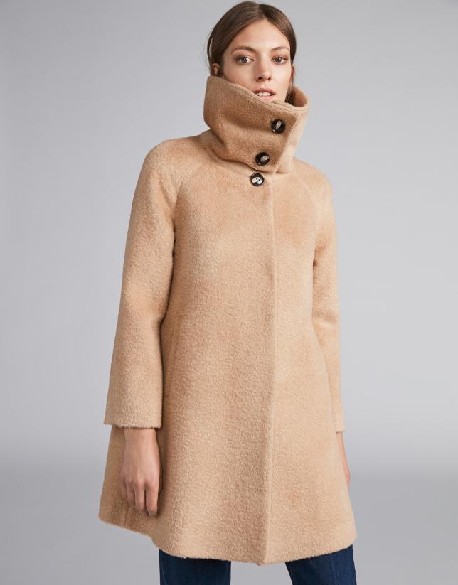 Abrigo de paño beige