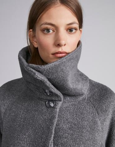 Abrigo de paño gris
